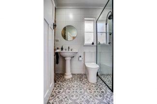 Leaning Oak – Bathroom 2
