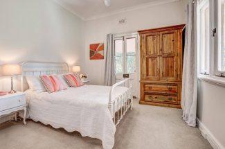 Leaning Oak – Bedroom 2